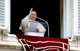 Svràbín koqkám pè, Vatican wa, dvnù:ngò nø svnat mvzøl vshøm dvm shvrì daqò we lega angkàng pè svng shá bø shà wa Italy yérìí shønò we shvngkà.